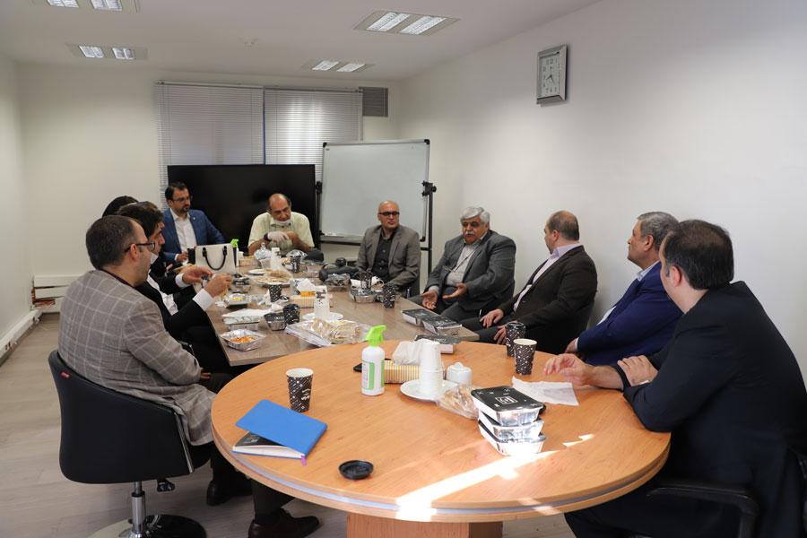 دیدار مدیرعامل هلدینگ فناوری بانک کارآفرین (نگاه) با مدیران سابق فناوری اطلاعات بانک کارآفرین