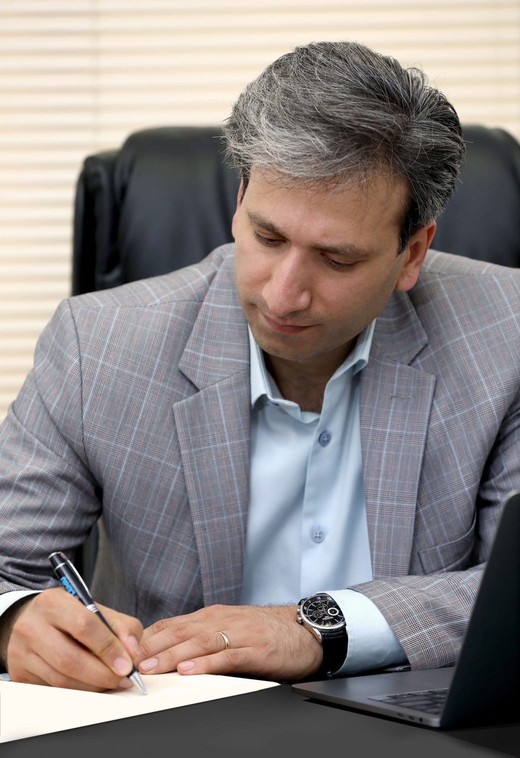 علیرضا بهمنی، مدیرعامل شرکت نـگاه بانـک با صدور احکامی جداگانه انتصابـات جدیـد این شرکـت را ابـلاغ کرد.